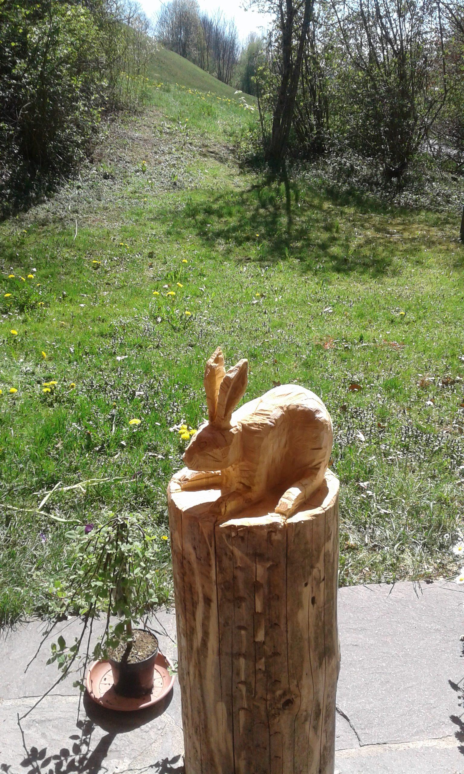 Holzskulptur Hase