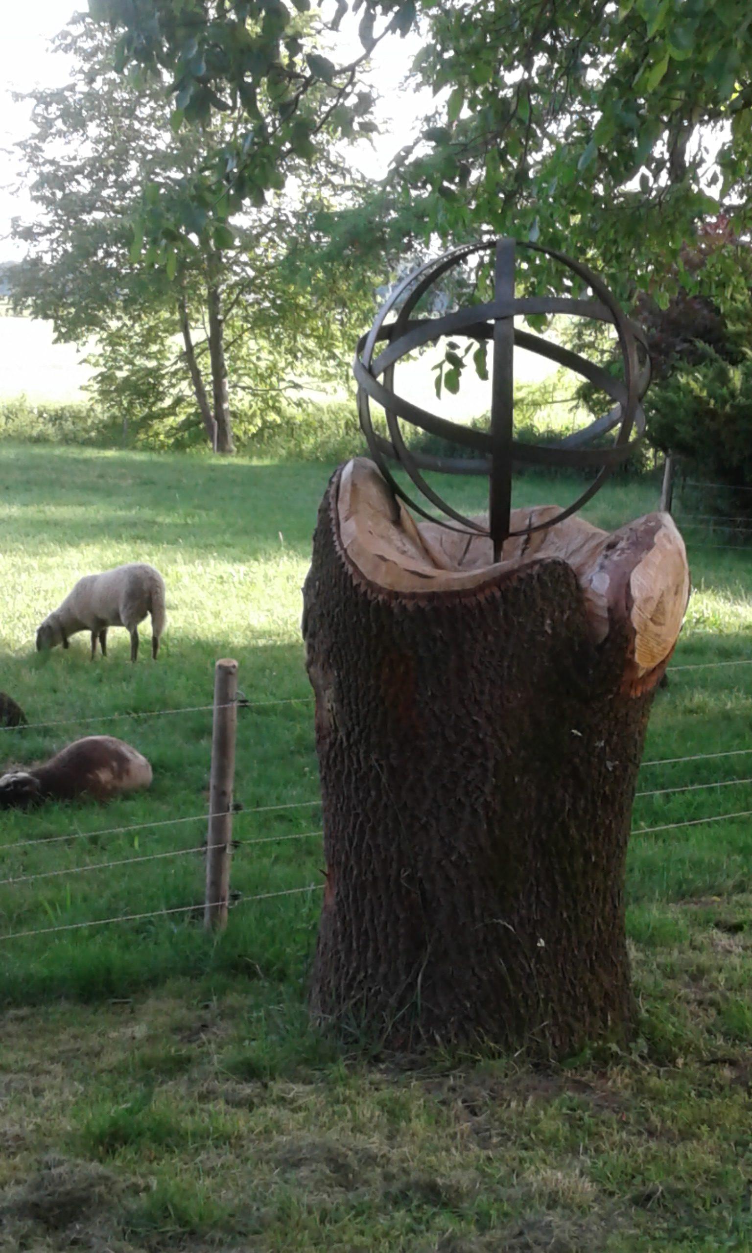 Holzskulptur Kugel